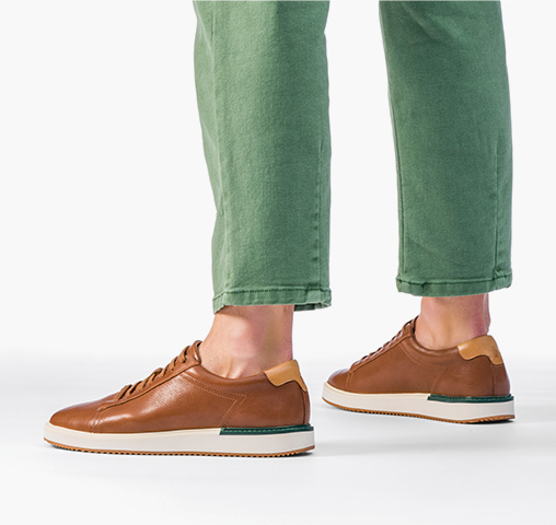 Man wearing Hush Puppies mens bennet shoes.